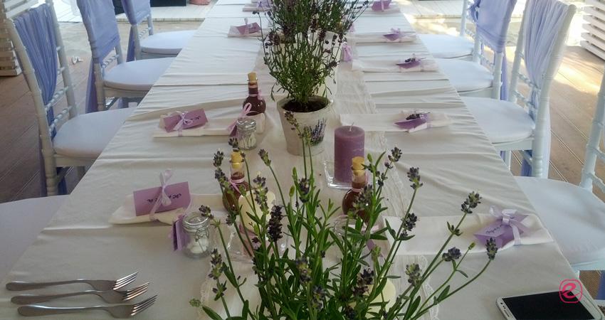 Сватбена украса в лилаво и бяло