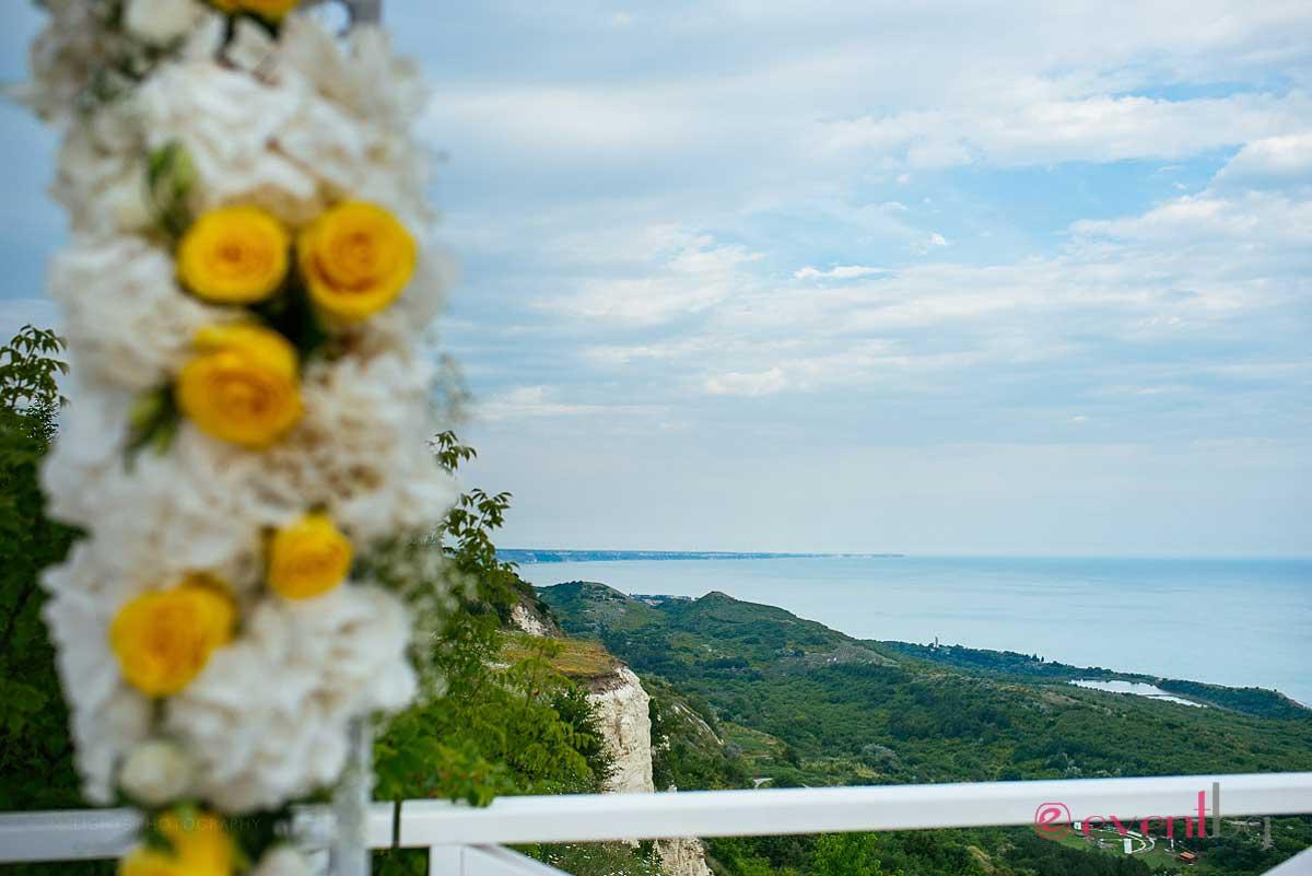 Сватбена арка украса - цветя