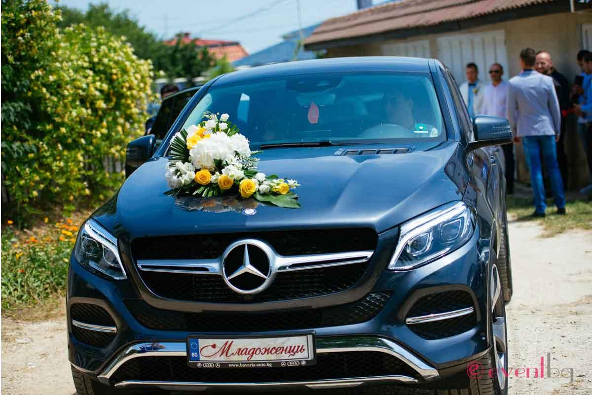 Младоженци - кола