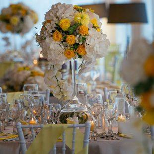 Сватбена украса в жълто и сиво. Eventbg Agency