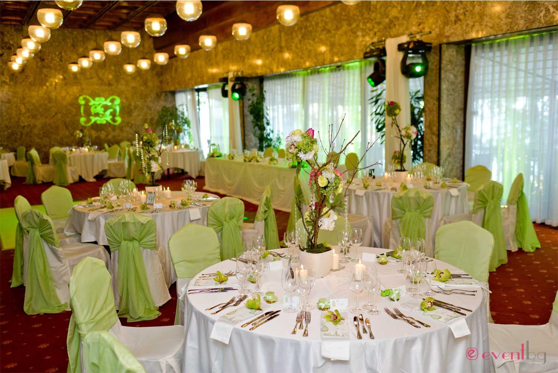 Сватбена украса в резида/зелено