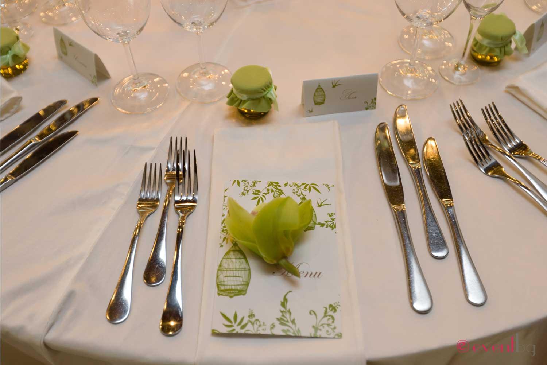 Сватбена декорация в резида/зелено