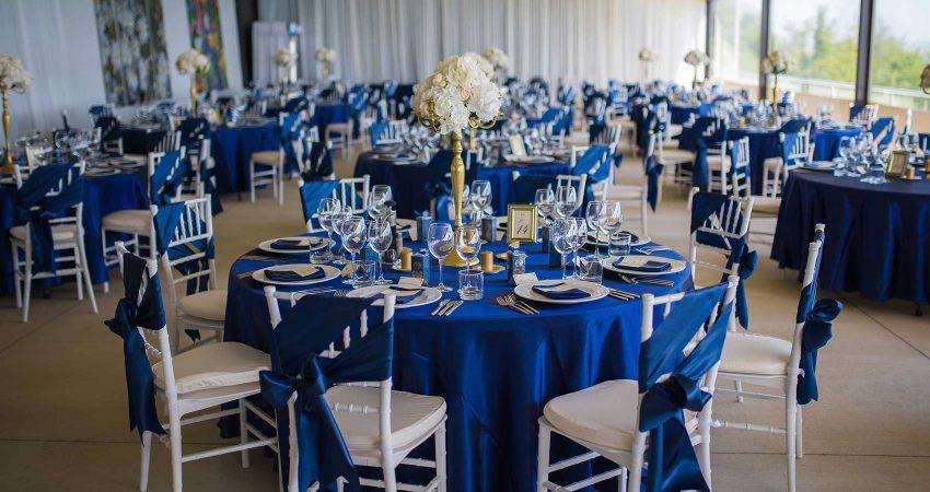 Сватбена украса в синьо и злато