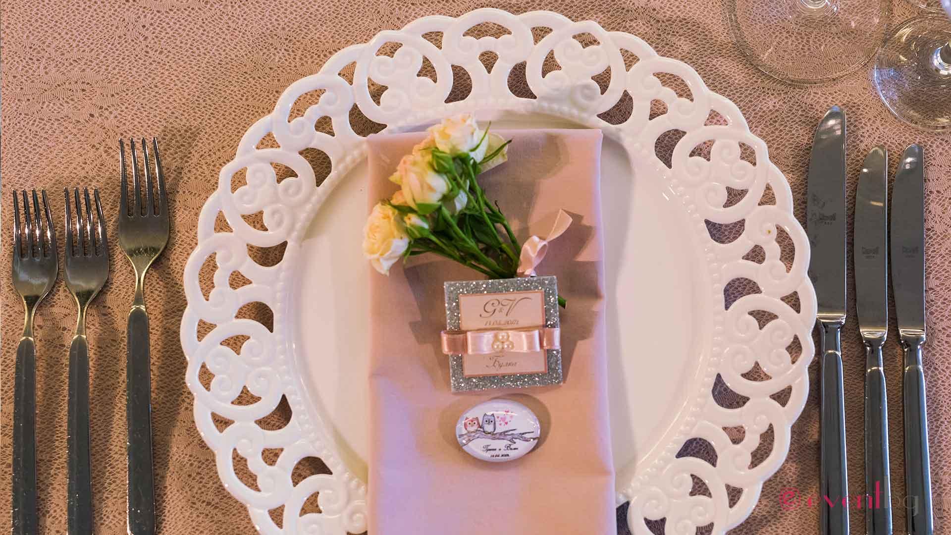 Подложна чиния за сватба