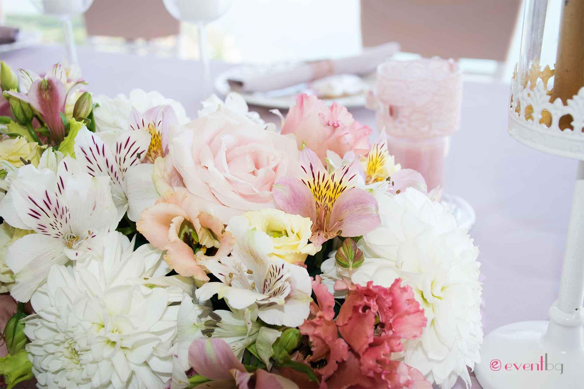 Сватбени букети и живи цветя
